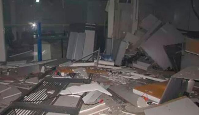 Bandidos utilizaram emulsão explosiva em toda agência - Foto: Leandro Alves   Cidadão Repórter