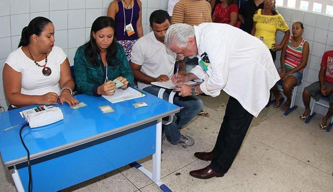 Governador votou em Arembepe por volta das 9h - Foto: Manu Dias/GOVBA
