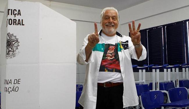 Jaques Wagner votou na manhã deste domingo - Foto: Eduardo Martins | Ag. A TARDE