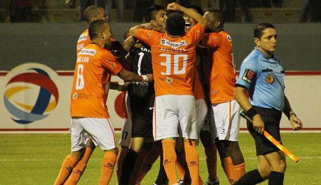 Jogadores do César Vallejo comemoram vitória - Foto: Divulgação   Copa Total Sudamericana