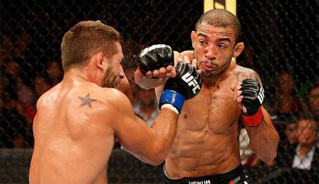 Brasileiro superou o desafiante por decisão unânime em um dos duelos mais empolgantes do ano - Foto: Josh Hedges l Zuffa LLC l Getty Images