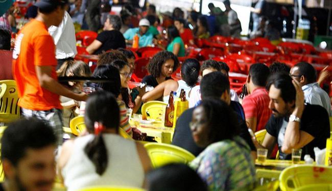 Bares no Largo de Santana continuam cheios, mesmo com lei seca - Foto: Joa Souza | Ag. A TARDE