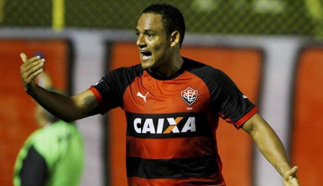 Autor de dois gols, o meia Marcinho conduziu o Vitória ao triunfo - Foto: Eduardo Martins   Ag. A TARDE