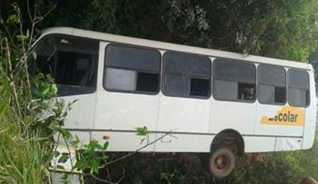 Acidente com micro-ônibus escolar aconteceu na manhã desta quinta-feira - Foto: Reprodução | WhatsApp