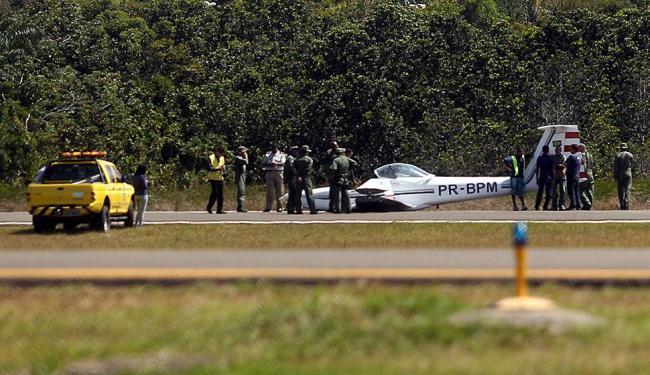 Motoplanador teve problemas no trem de pouso - Foto: Lúcio Távora | Ag. A TARDE
