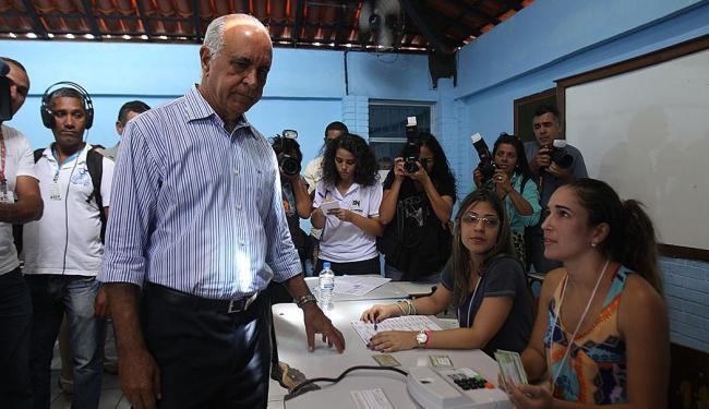 Candidato esquece documento e não consegue votar nesta manhã - Foto: LUCIO TAVORA| Ag. A TARDE