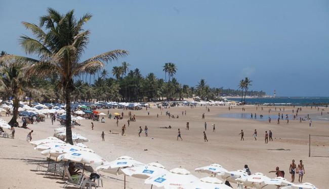 Praia de Piatã foi alvo de arrastão no último domingo, 26, dia do 2º turno das eleições - Foto: Edilson Lima | Ag. A TARDE | 27.10.2014