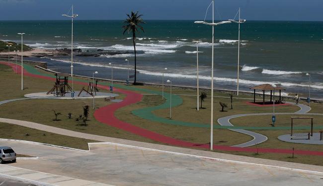 Praia da Boca do Rio está entre as não indicadas para banho - Foto: Raul Spinassé | Ag. A TARDE