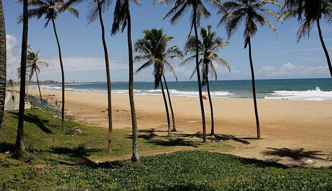 Trecho da Praia de Armação está impróprio para o banho de mar - Foto: Marco Aurélio Martins| Ag. A TARDE