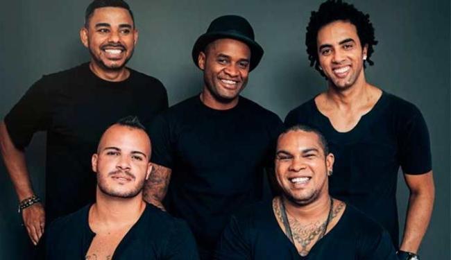 Rodriguinho (2º à esquerda, sentado) voltou á banda - Foto: Divulgação
