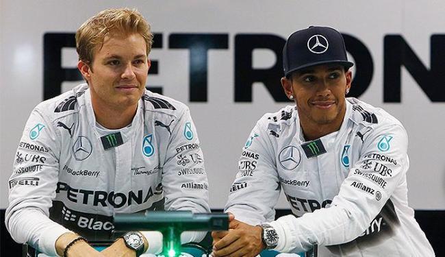 Os companheiros de Mercedes brigam corrida a corrida pela liderança do Mundial da categoria - Foto: Edgar Su l Reuters
