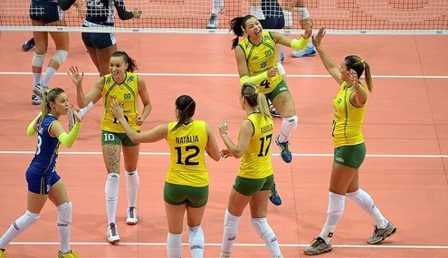 Jogadoras da Seleção comemoram ponto contra os EUA - Foto: Divulgação l FIVB