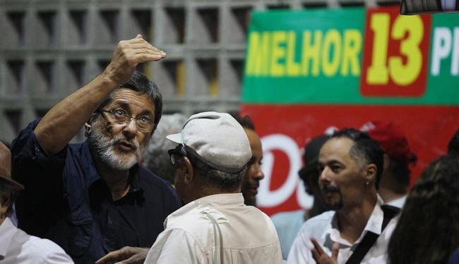 Gabrielli (E) silencia sobre escândalo e afirma apenas que não há acusação de corrupção contra ele - Foto: Lúcio Távora | Ag. A TARDE