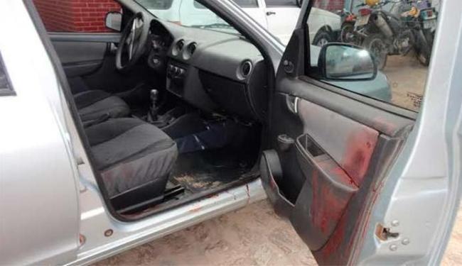 Jovem estava dentro de carro e recebeu vários tiros - Foto: Edvaldo Costa   Liberdade News