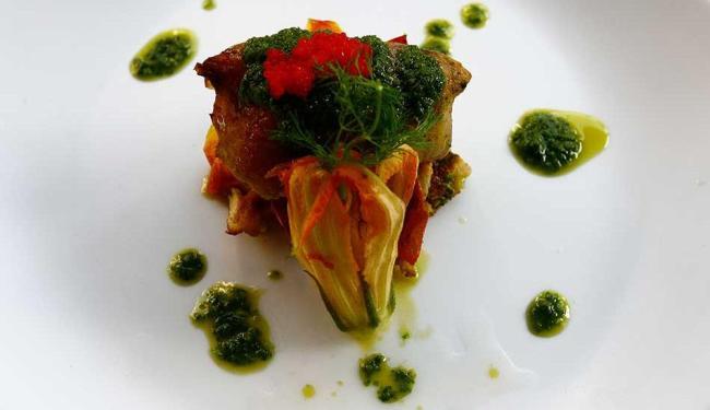 Tilápia, caviar, flor de abóbora: pratos combinam ingredientes importados com produtos locais - Foto: Margarida Neide | Ag. A TARDE