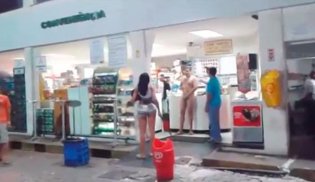 A travesti entrou em luta corporal com o homem e o deixou nu - Foto: Reprodução