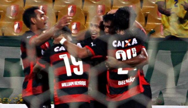 Rubro-negros comemoram o primeiro gol do time, de Ednei - Foto: Fredy Builes | Ag. Reuters