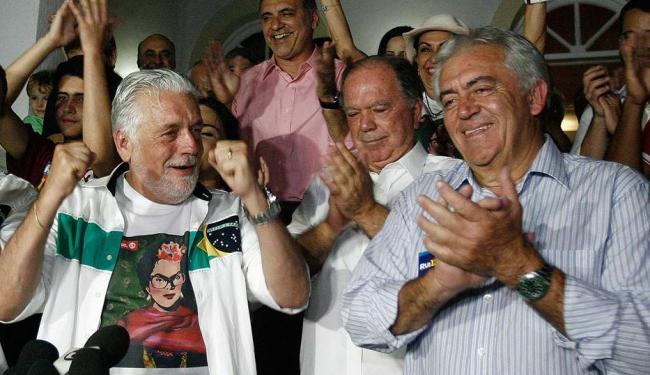 Otto Alencar festejou a vitória ao lado de Jaques Wagner - Foto: Raul Spinassé | Ag. A TARDE