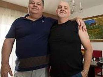 Carlos Eduardo (esq) teve o direito reconhecido à licença adotante de 45 dias - Foto: Marcelo Camargo/Agência Brasil