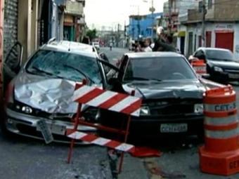 O motorista, que já foi identificado, fugiu do local sem prestar socorro às vítimas - Foto: Reprodução | TV Globo