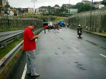 A carreta foi retirada por volta das 9 horas - Foto: Marcelo Prado | Cidadão Repórter