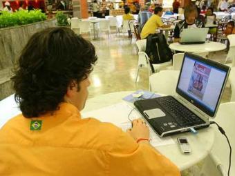 Dentro de um ano todos os 60 aeroportos da Infraero contarão com wi-fi gratuito para os passageiros - Foto: Marco Aurélio Martins | Ag. A TARDE