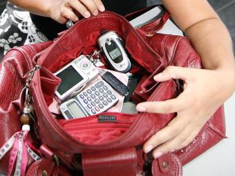 É vetado o uso de aparelhos eletrônicos durante a prova - Foto: Manuela Cavadas | Ag. A TARDE | 29.02.2008