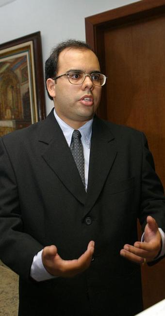 Procurador André Neves cobra mais rigor dos bancos - Foto: Fernando Amorim | Ag. A TARDE | 13.02.2003