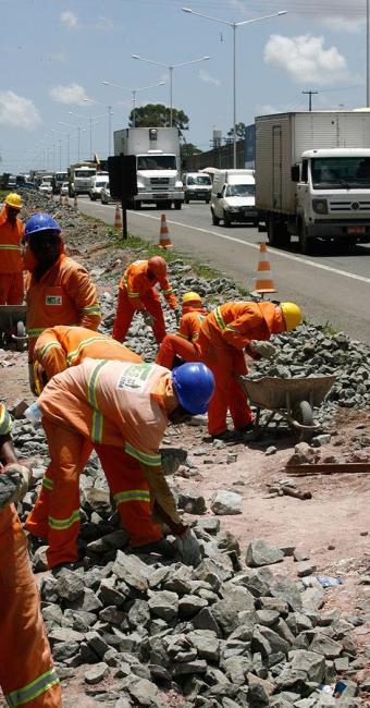 Dentre as intervenções está a implantação de novas barreiras - Foto: Luciano da Matta | Ag. A TARDE | 25.11.2014