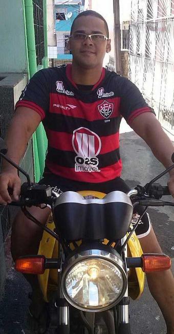 Dagerlan tem no seu Facebook foto com moto amarela - Foto: Reprodução | Facebook