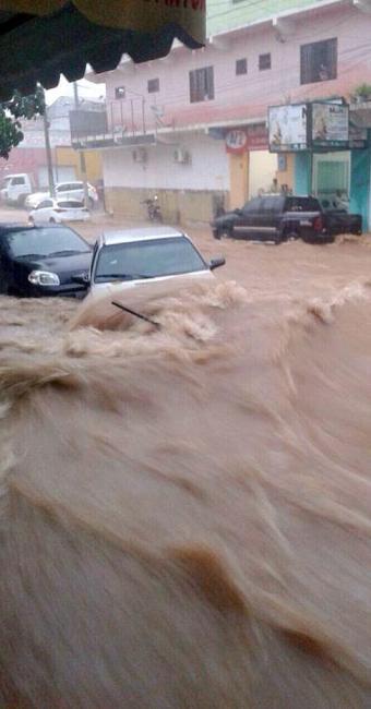 Em Euclides da Cunha (sertão), a água invadiu as ruas - Foto: Fernanda Canário | Divulgação