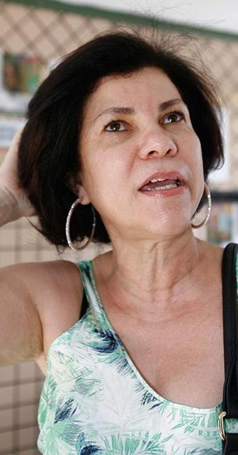Aposentada, Lilian quer retomar o curso de letras que abandonou no passado - Foto: Luciano da Matta   Ag. A TARDE