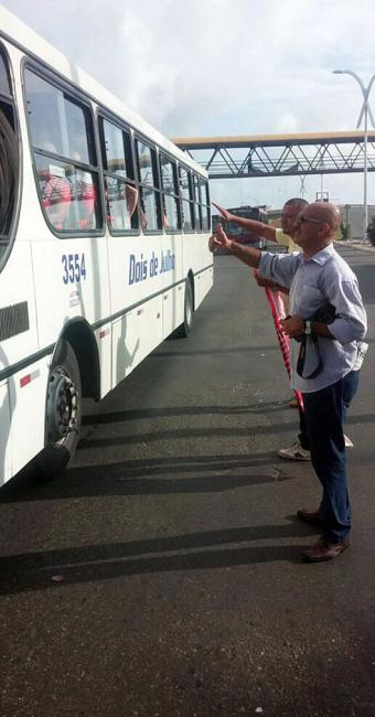 Membros do sindicato param ônibus em São Cristóvão - Foto: Divulgação