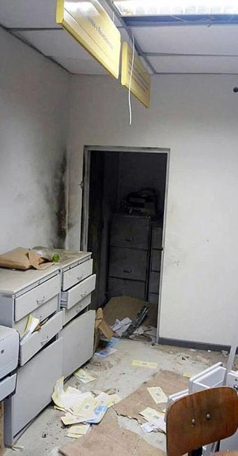 Local do cofre ficou destruídos após explosão - Foto: Reprodução   Portal Bahia News
