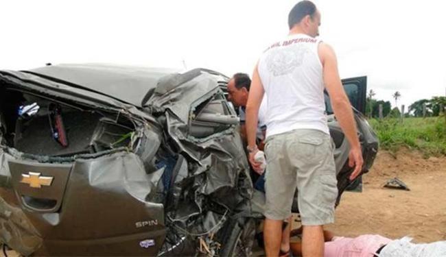 Veículo ficou destruído após capotamento - Foto: Natália Medeiros | Sulbahia News
