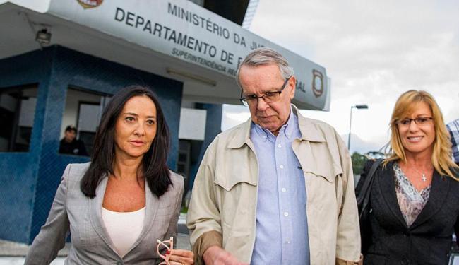 Adarico deixa a sede da Policia Federal, em Curitiba, com sua advogada - Foto: Paulo Lisboa   Estadão Conteúdo