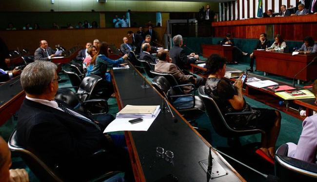 Deputados decidiram que, para ter a aposentadoria, ex-governador deve ter 30 anos de Previdência - Foto: Fernando Vivas | Ag. A TARDE | 4.11.2014