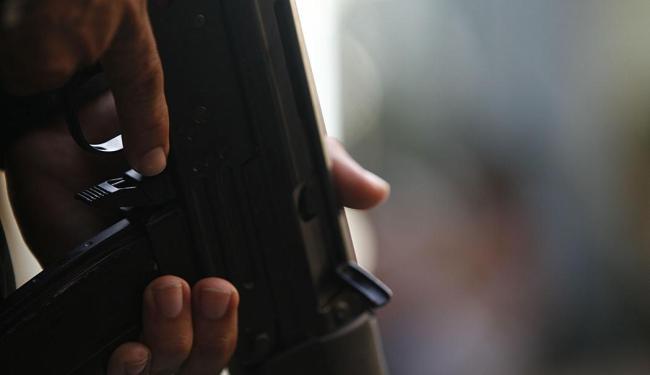 Segundo levantamento, policiais mataram cerca de seis pessoas por dia nos últimos cinco anos - Foto: Lunaé Parracho | Ag. A TARDE | 29.03.2011