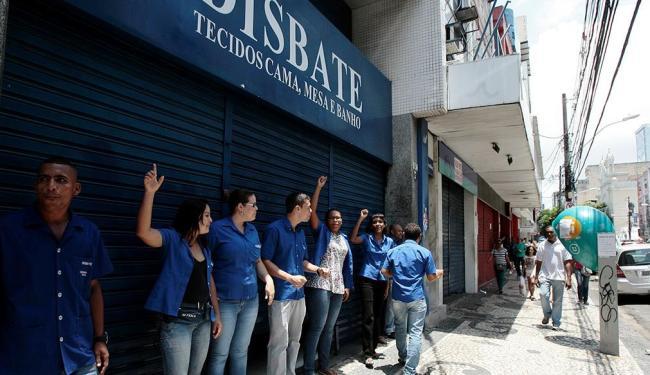 Período escolhido para fechar lojas e endurecer cobrança é de demanda mais intensa na av. Sete - Foto: Mila Cordeiro | Ag. A TARDE | 11.11.2014
