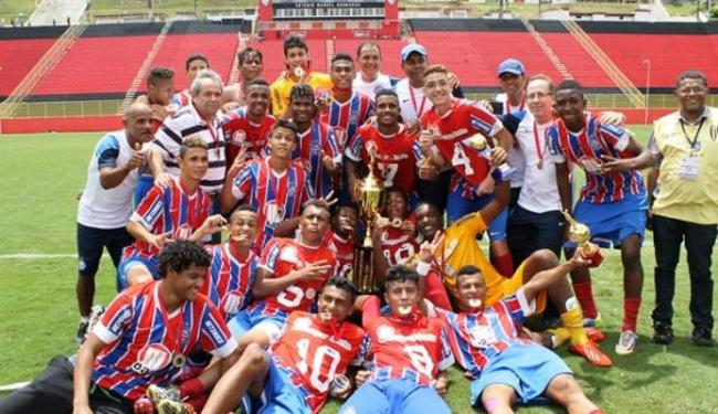 Jogadores do Bahia comemoram o título no Barradão - Foto: Carlos Santana   FBF