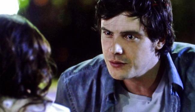 Bella chora ao aparecer na frente de Caíque - Foto: Reprodução   TV Globo