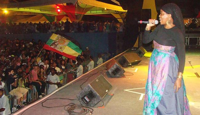 Dezarie foi uma das atrações da 9ª edição da República do Reggae - Foto: Thaís Seixas   Ag. A TARDE   10.11.2012