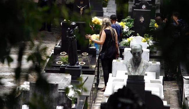 Cemitérios terão programação especial para que familiares homenageiem os entes queridos - Foto: Fernando Vivas / Ag. A Tarde