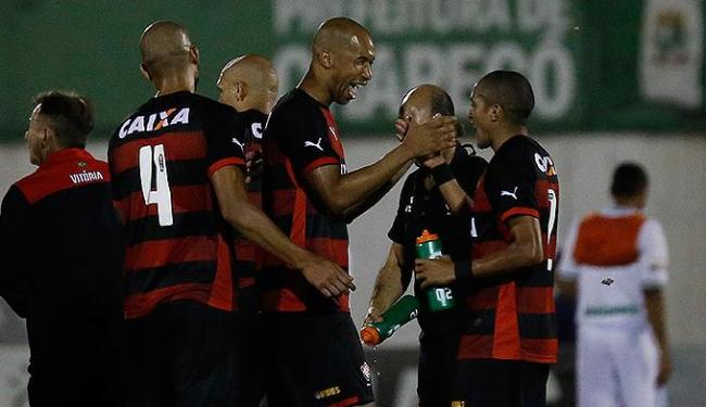 Dinei marca e dá o triunfo ao Rubro-Negro, por 1 a 0, contra a Chapecoense, fora de casa - Foto: Marcio Cunha l AGIF