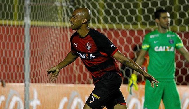Dinei comemora após abrir o placar para o Vitória no Barradão - Foto: Eduardo Martins | Ag. A TARDE