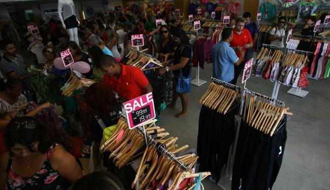 75,6% das vagas será oferecida para as funções de vendedor de loja e balconista - Foto: Raul Spinassé | Ag. A TARDE