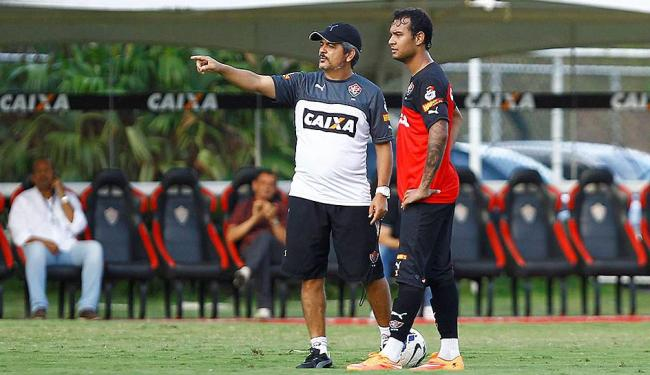 Técnico Ney Franco orienta atacante Vinícius em treinamento - Foto: Eduardo Martins   Ag. A TARDE