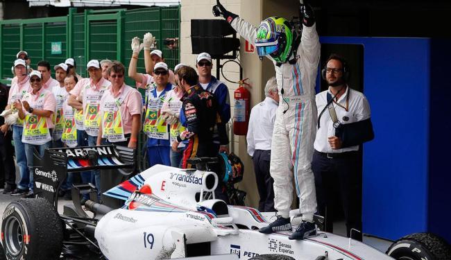 Felipe Massa comemora o terceiro lugar no GP do Brasil - Foto: Agência Reuters