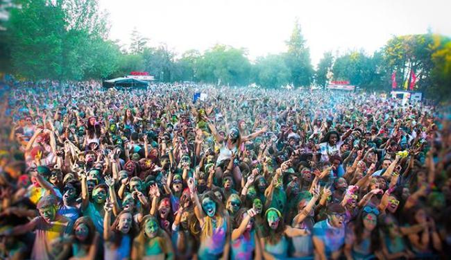 Happy Holi tem muitas cores entre as apresentações dos DJs - Foto: Divulgação