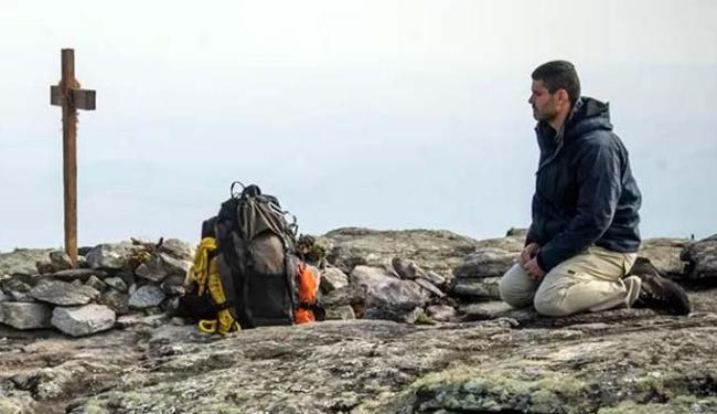 Maurílio visita cova de Sebastião e deixa carta para Zé Alfredo - Foto: Alex Carvalho | TV Globo